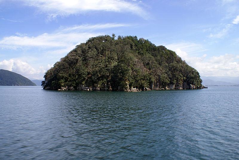 800px-Chikubu_island01s3200